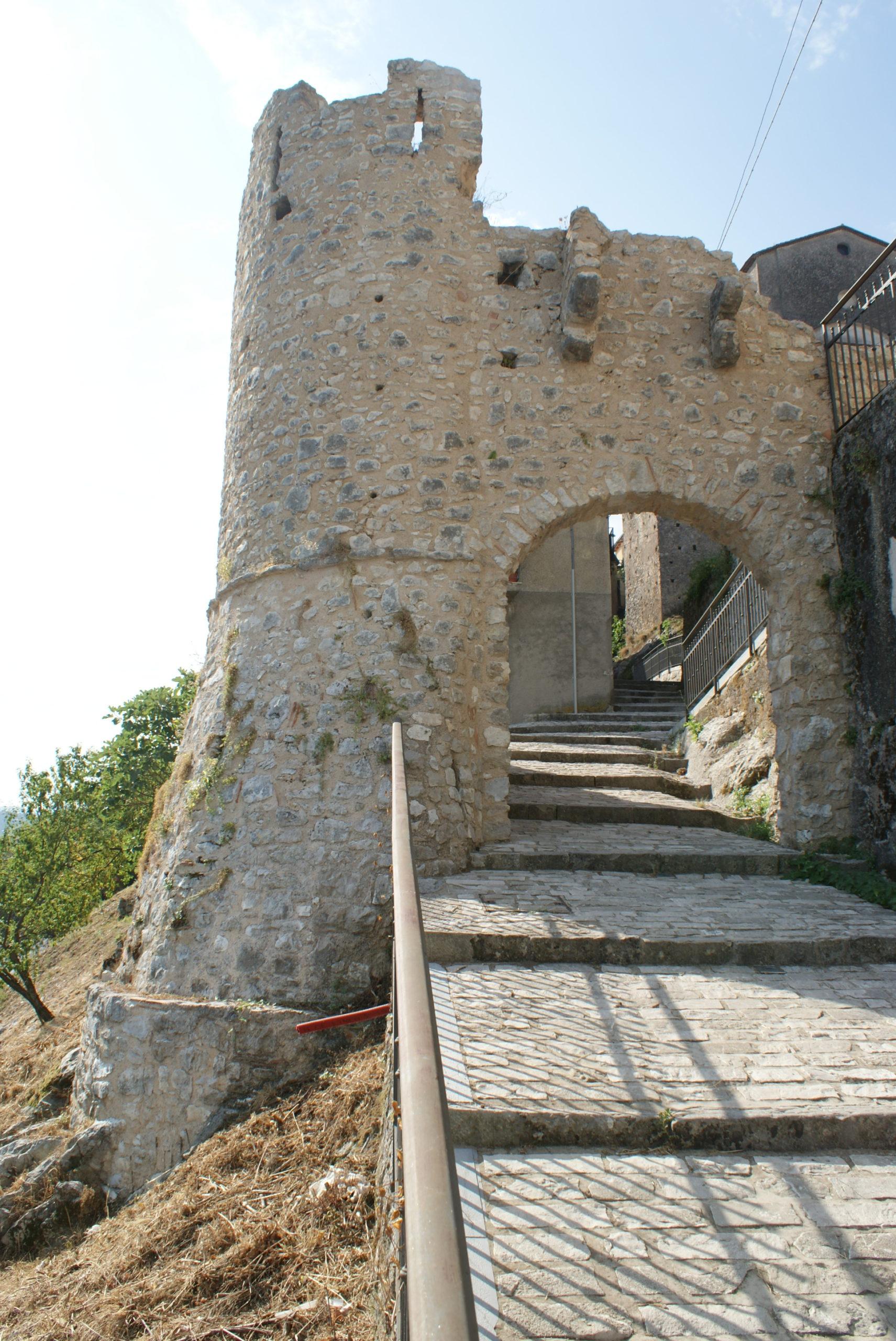 Felitto (Sa) - Torre Medioevale