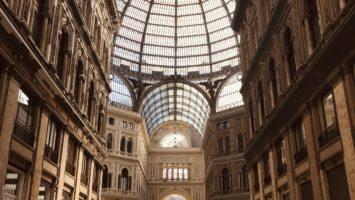 L'interno della Galleria Umberto I