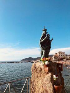 Madonna in riva al mare