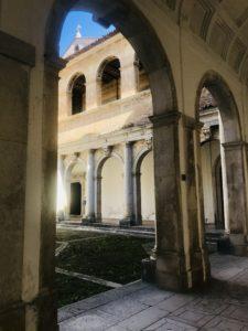 Uno dei cortili della Certosa