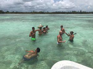 Bevendo tequila nel Mar dei Caraibi