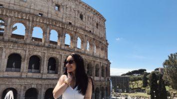 Ammirando la bellezza del Colosseo - Roma